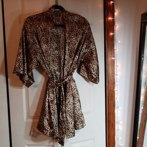 Silky robe/dressing gown